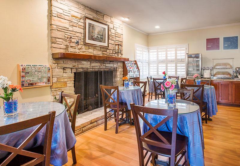 Dining in Comfort Inn Carmel By the Sea, California